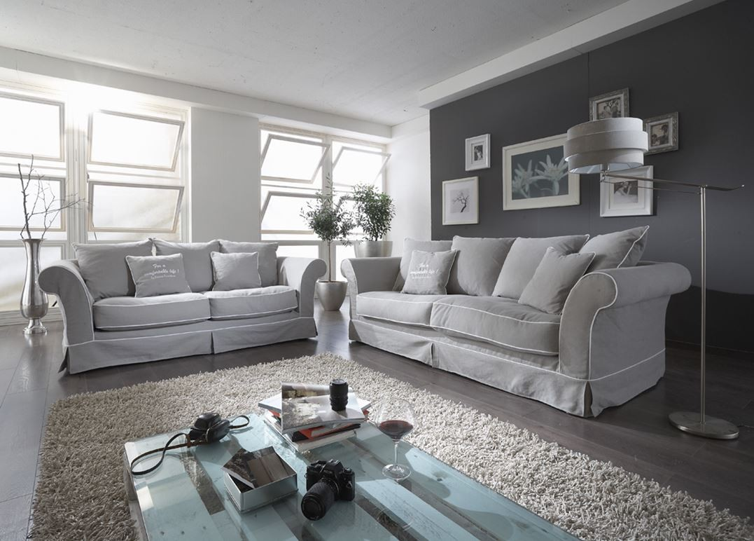 romantisches hussen sofa im chesterfield stil. Black Bedroom Furniture Sets. Home Design Ideas